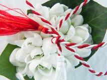 Zuerst von der weißen und roten Schnur März-Tradition lizenzfreies stockbild