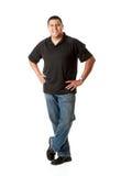 Zufällig: Netter hispanischer Mann mit den Händen auf Hüften Stockfotografie