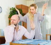 Zufällige Familie, die Streit hat Stockfoto