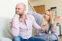 Zufällige Familie, die Streit hat Lizenzfreie Stockfotos
