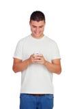 Zufällige junge Männer mit dem Schauen beweglich Lizenzfreie Stockbilder