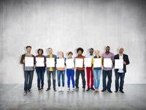 Zufällige nette Ethnie-Besetzung Team Teamwork Togetherness stockfotos