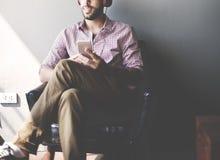 Zufälliger Entspannungs-Erfolgs-denkendes Ideen-Konzept lizenzfreies stockfoto