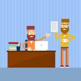Zufälliger Geschäftsmann Sitting Office Desk berichten Dokument lizenzfreie abbildung