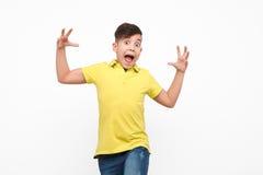 Zufälliger Junge, der furchtsam schaut Lizenzfreie Stockbilder