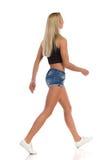 Zufälliges blondes Frauen-Gehen Stockbild