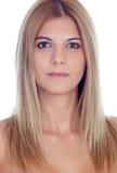 Zufälliges blondes Mädchen mit Durchdringen in ihrer Nase Stockbilder