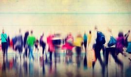 Zufälliges Leute-Hauptverkehrszeit-gehendes austauschendes Stadt-Konzept Lizenzfreie Stockfotos