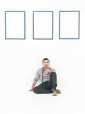 Zufälliges Mannstillstehen Stockbilder