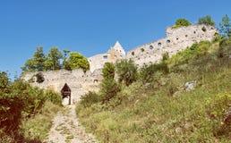 Zufahrtsstraße zum Ruinenschloss von Topolcany, Slowakische Republik Lizenzfreie Stockfotografie
