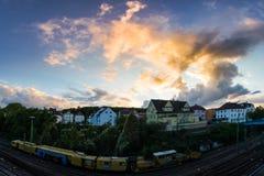 Zuffenhausen德国斯图加特灼烧的天空日落住宅Ar 图库摄影