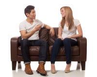 Zufällige junge Paare Lizenzfreie Stockfotos