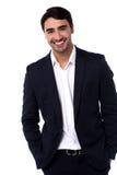 Zufälliges Porträt des hübschen jungen Geschäftsmannes Stockfoto