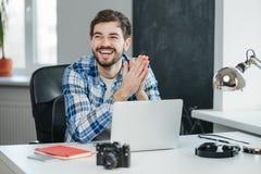 Zufrieden gestellt mit der Arbeit erledigt Lizenzfreie Stockfotos