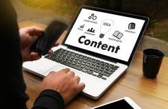 zufriedene Marketing Inhalts-Daten-informieren sich Blogging Medien-Veröffentlichung Stockfotografie