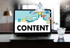 zufriedene Marketing Inhalts-Daten-informieren sich Blogging Medien-Veröffentlichung Lizenzfreies Stockfoto