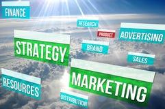 Zufriedene Marketingstrategie über den Wolken lizenzfreie stockfotos