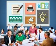 Zufriedenes Blog-Blogging Ideen-Medien-Internet-E-Mail-Konzept Stockbilder