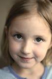 Zufriedenes glückliches kleines Mädchen Stockbilder