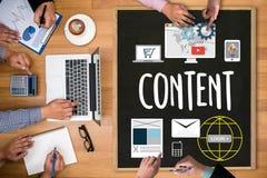 Zufriedenes Marketing, on-line-Konzept, zufriedene Daten-Blogging Medien Lizenzfreie Stockfotografie
