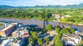 Zug acrossing Fluss Kwai-Brücke Lizenzfreies Stockfoto