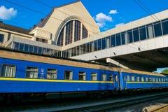 Zug auf dem Bahnhof Kyiv, Ukraine Lizenzfreies Stockfoto