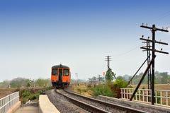 Zug auf der Eisenbahn Lizenzfreie Stockfotografie