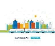 Zug auf Eisenbahn mit Stadthintergrund Stockbild