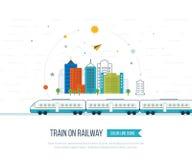 Zug auf Eisenbahn mit Stadthintergrund Stockbilder