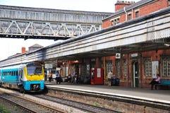 Zug in Bahnhof Shrewsbury Stockbild