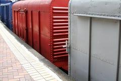 Zug-Blockwagen an der Bahnstation Lizenzfreie Stockfotografie