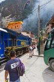 Zug in den Aguas-Kunden oder in Machu Pichu Stockbilder