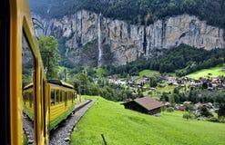 Zug in den Bergen Stockbilder