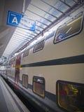 Zug an der Eisenbahn Lizenzfreies Stockfoto