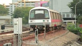 Zug in der Station stock video