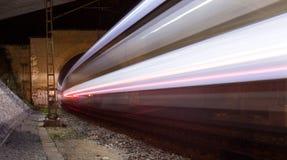 Zug in einem Tunnel nachts Lizenzfreies Stockfoto