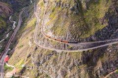 Zug-Fahrt durch die Anden-Berge Stockfotografie