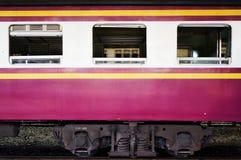 Zug, Fenster und Blockwagen Stockbild
