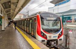 Zug Hyundais Rotem an Airilikcesmesi-Station, Marmaray-Linie Lizenzfreie Stockfotos