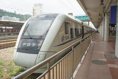 Zug kommt zu reaiway Station Guangzhous Stockbild