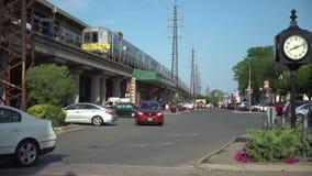Zug lässt Station während des Morgens austauschen stock footage