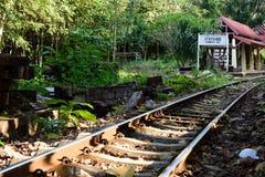Zug-Reise entlang Fluss Kwai, Kanchanaburi, Thailand Lizenzfreie Stockfotografie