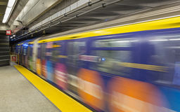 Zug reist 86. Straße ab Stockfotos