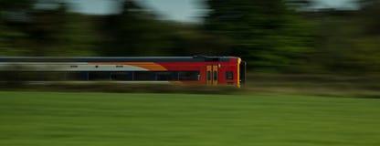 Zug-Schnellfahren geführt Stockbild