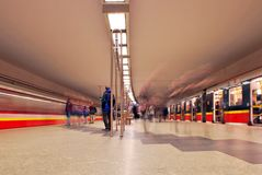Zug sich schnell bewegend an der U-Bahnstation Stockbilder