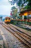 Zug in Taiwan Shifen Stockbilder