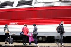 Zug und Passagiere Stockbilder