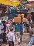 Zug von indischen Trägern Stockfoto
