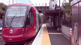 Zug, welche Station Dulwich Grove sich nähert stock video footage