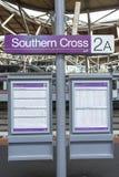 Zug-Zeitplan, Kreuz- des Südensstation, Melbourne, Australien Lizenzfreies Stockbild